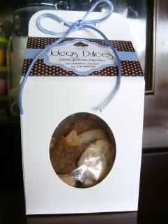 Caja de regalo Con Galletas Surtidas: choco-nuez, pasas, coco.