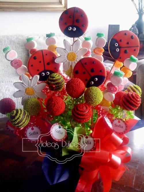 Arreglo cake pops, galletas y masmelos para el cumple de Sofía