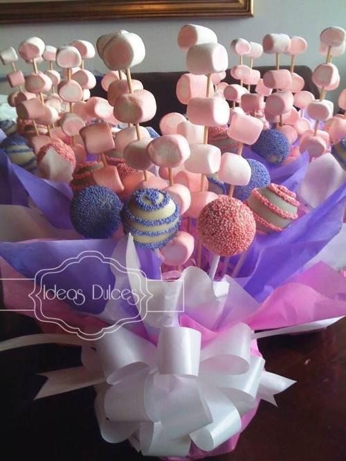 Arreglos de masmelos para las mesas de invitados dela Primera Comunión de Gabriela