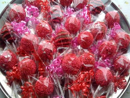 Cake  pops de  Amor y Amistad para el Desván de Merlina