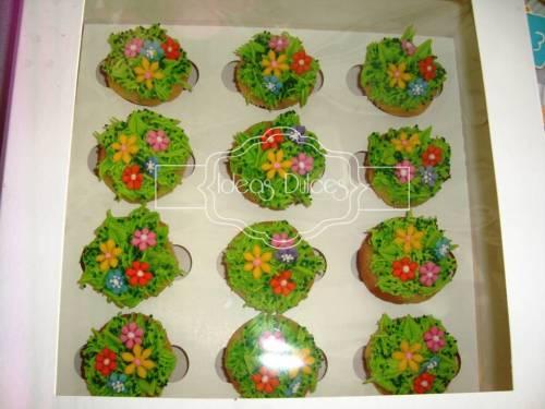 Caja x 12 Mini-cupcakes- Jardin de Flores para Lorena