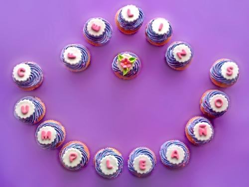 Cupcakes en lila y rosa para el Cumpleaños de Gloria Rosa