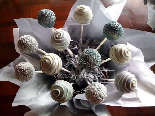 Arreglo de cake pops para el bautizo de Mateo