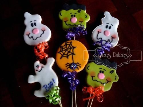 Galletas en varita para regalar a los niños en Halloween