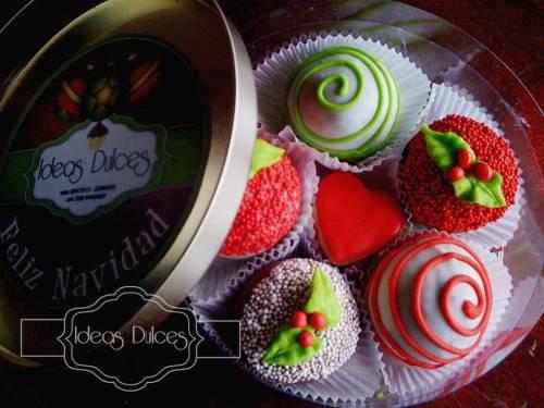 Caja de cake balls decoradas para Navidad