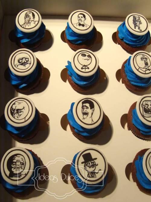"""Caja de Cupcakes con el tema de los """"memes"""" para el pedido de Carolina"""
