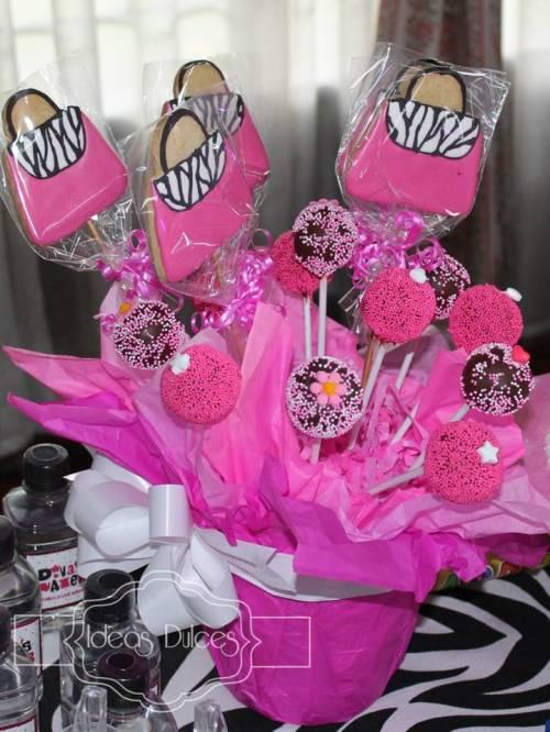 Arreglo Cake Pops y Galletas Barbie para el Cumple de Isabela