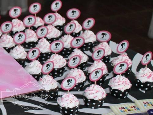 Mesa con cupcakes de Barbie para el Cumple de Isabela