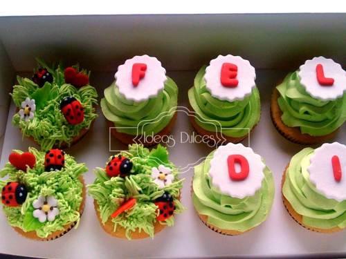 Detalle Caja de cupcakes con mensaje encargada por Diego