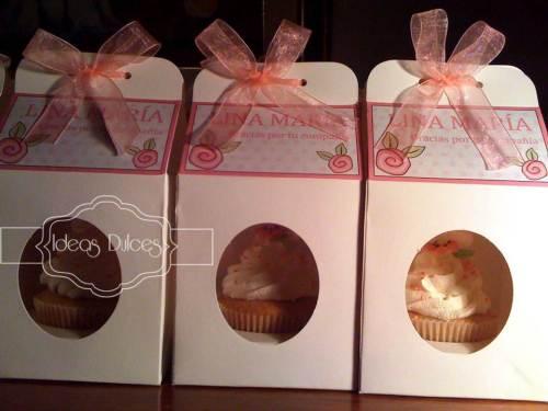 Cupcakes de recuerdo del Bautizo de Lina María