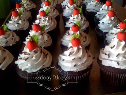 115 Cupcakes para regalar el Dia del Maestro encargados por el Colegio San José