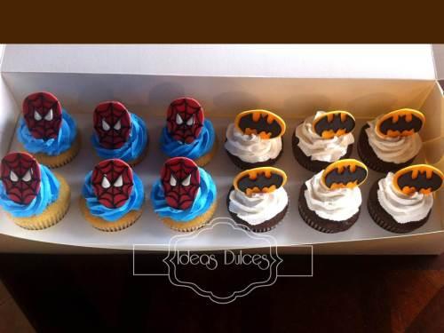Cupcakes de Batman y el Hombre Araña para el cumple del hijo de Aura Rocío