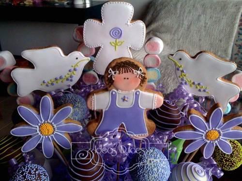 Detalle del Arreglo de Galletas, Cake Pops y Masmelos para el Bautizo de Juana