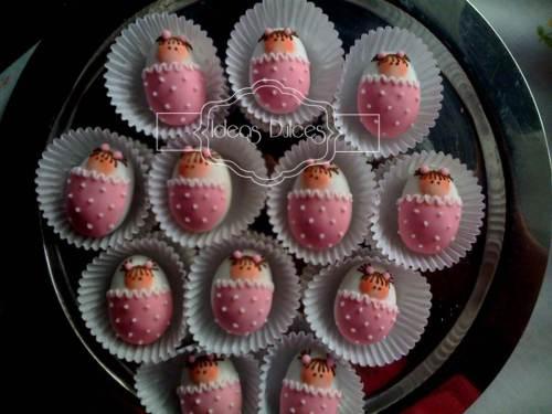 Almendras con bebita en cobija rosada