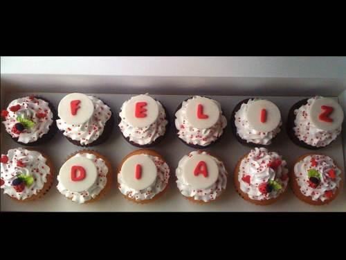 Caja de Cupcakes con mensaje para Leonardo