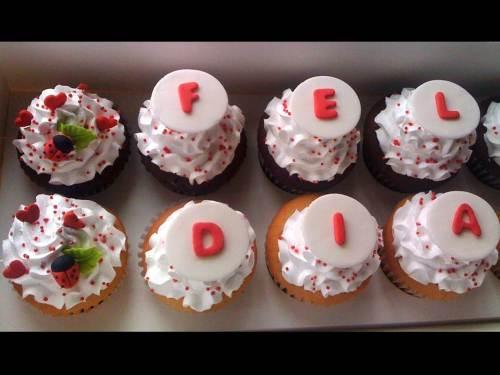 Detalle Caja de Cupcakes con mensaje para Leonardo