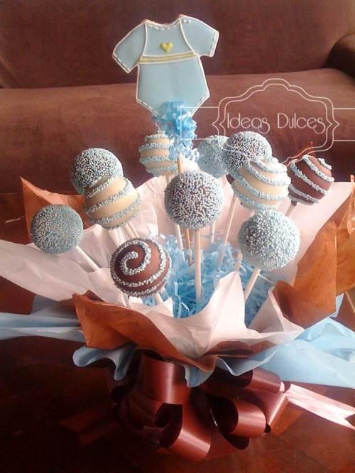 Arreglo cake pops y galleta para baby shower