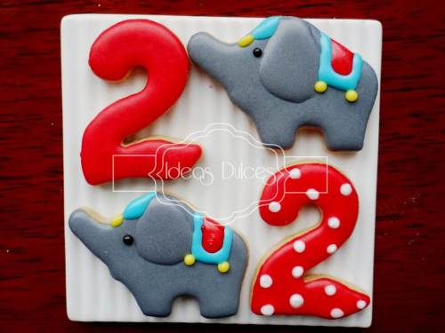 Elefantes y números para fiesta temática de circo.