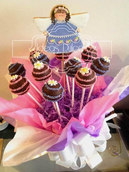 Arreglo de Cake Pops y galleta Angelita para Primera Comunión
