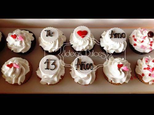 Caja de cupcakes con mensaje para aniversario.