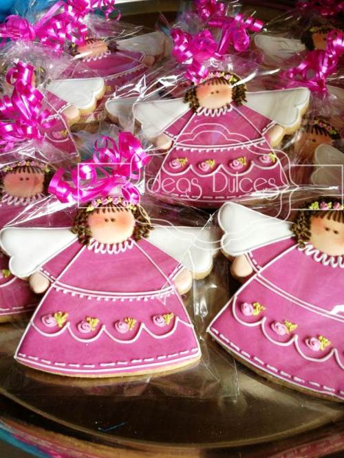 Galletas recordatorio de Angelitas en fucsia