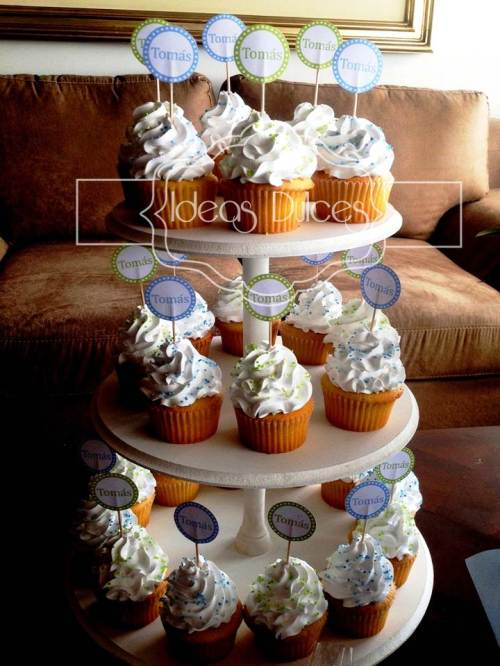 Torre Cupcakes para el Baby Shower de un niño
