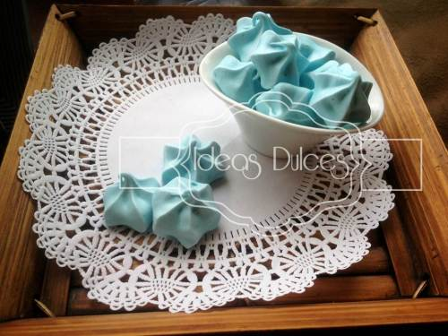 Delicados merengues azul pastel