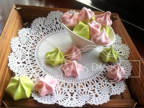 Delicados merengues en rosa y pistacho