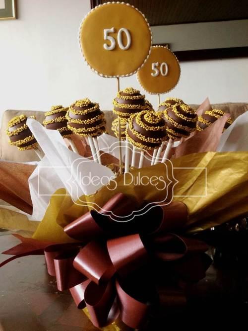 Centro de Mesa de Cake Pops para celebración de 50 Años