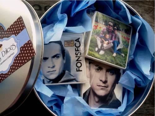 Caja de Galletas con las carátulas de los CD's de Fonseca